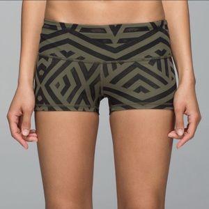 Lululemon Boogie Black and Green Chevron Shorts